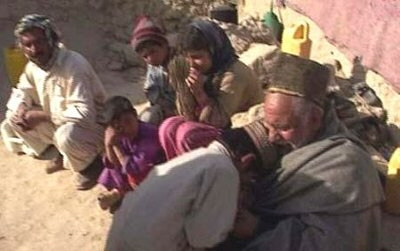 afghan-child-saying-goodbye-to-father-before-being-sold2
